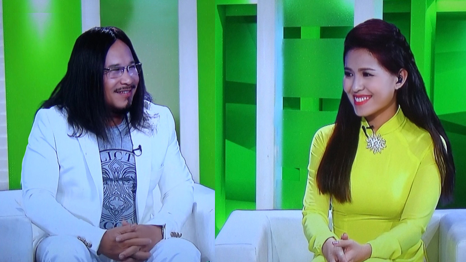 hoa si the nhan voi talk show chuong trinh vi chat luong cuoc song